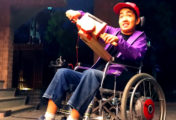 Kentaro Yoshifuji utilise le Nintendo Labo pour modifier un fauteuil roulant